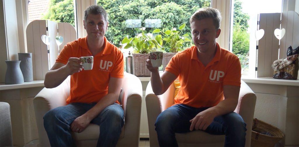 Traplift monteurs met een bakje koffie bij de instalatie
